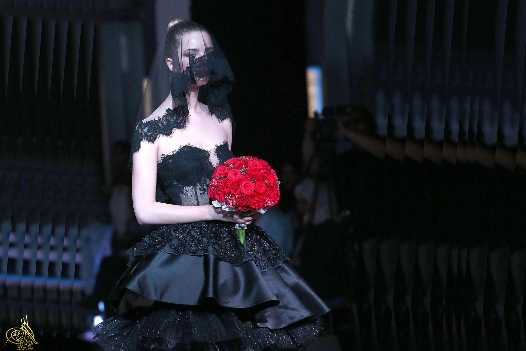 43519f6e5 اللون الأسود أحدث صيحة في فساتين الزفاف