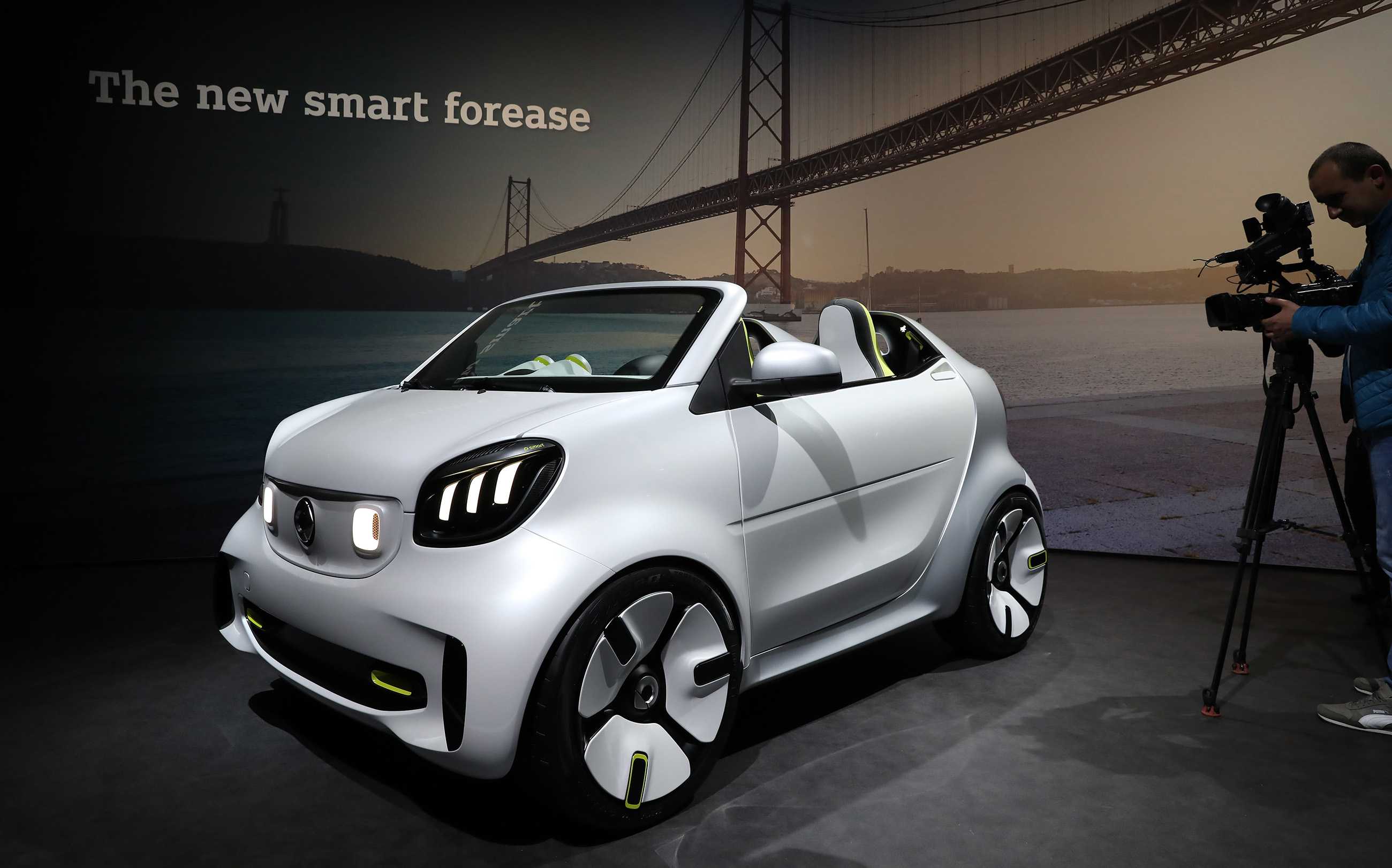 54e95fd63 شاهد | Smart السيارة التي ترفض الموت تتجه للصين