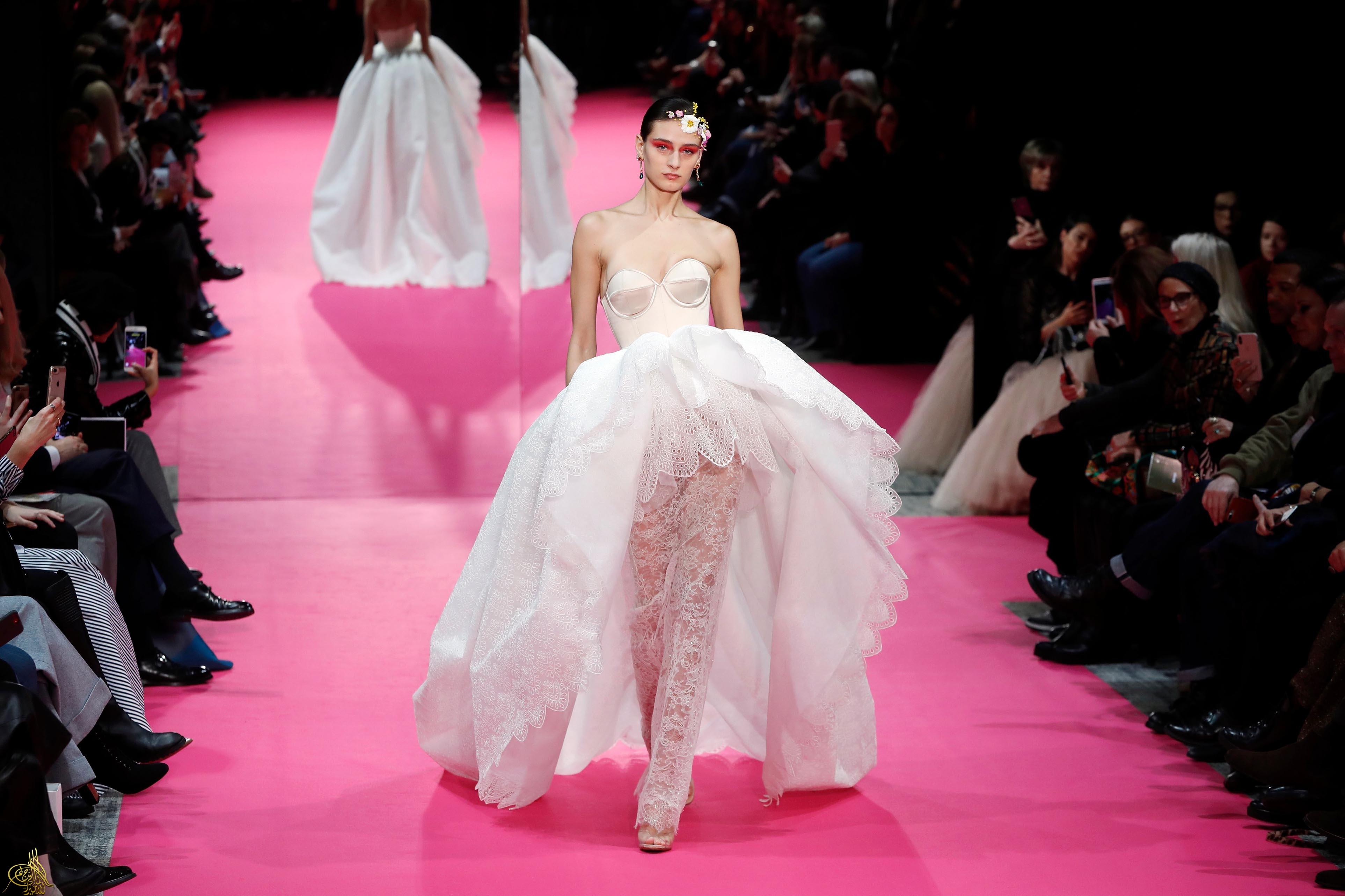 24bdf4150 شاهد | أزياء مبهجة في عرض Alexis Mabille الباريسي